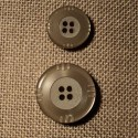 Button taupe 4-holes 15mm/20mm